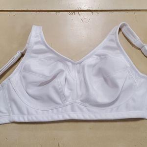 Soft cup sports bra